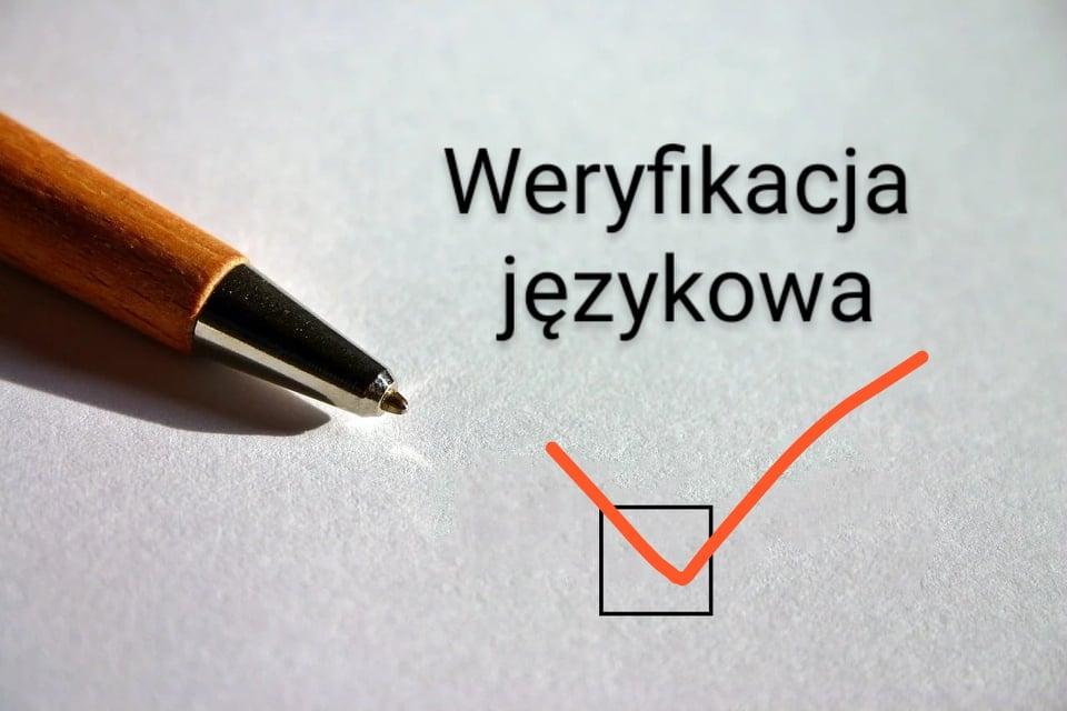 napis weryfikacja długopis i check-in